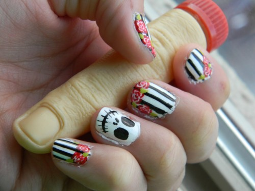 Skull With Roses Nail Design